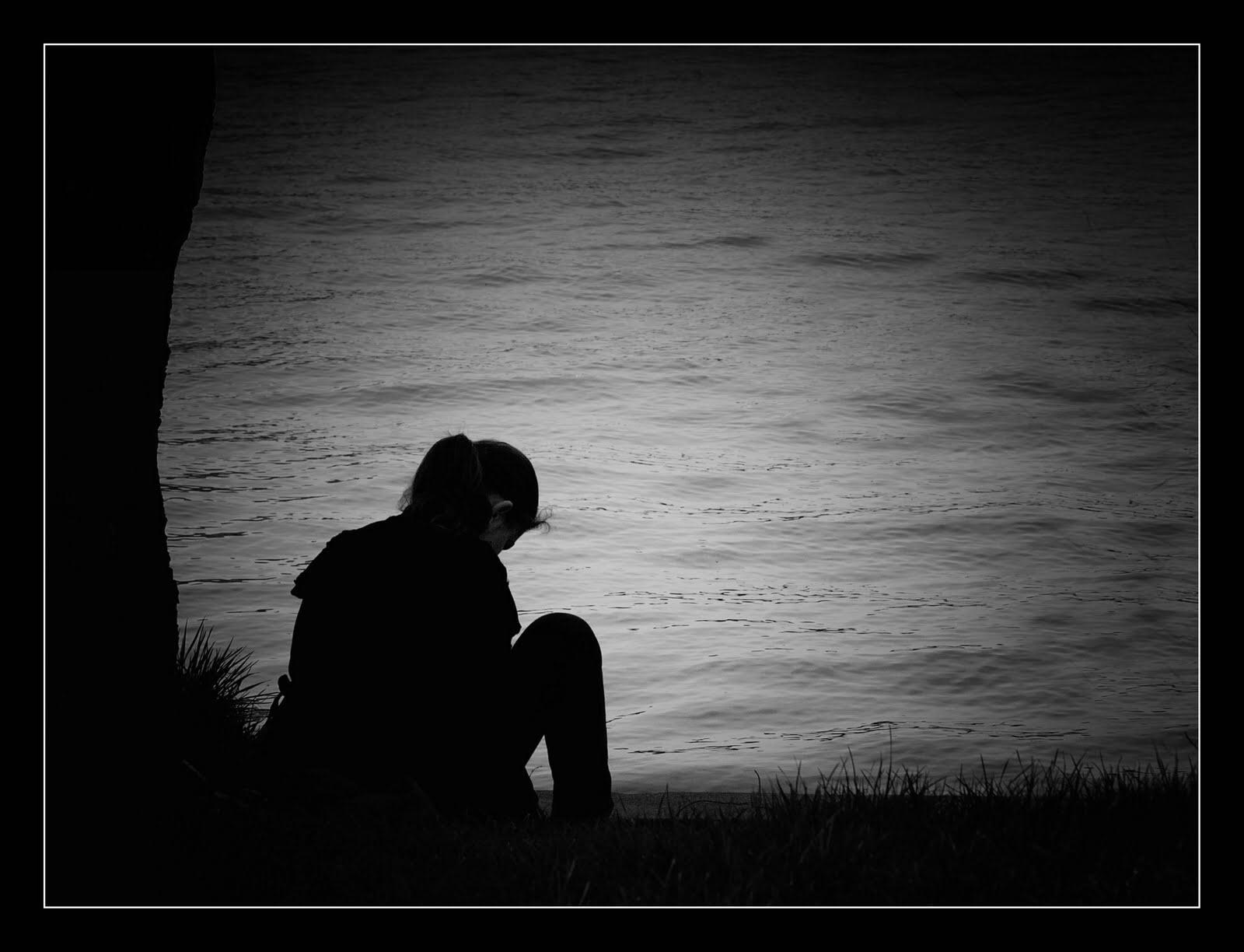 hình ảnh người đàn ông khóc